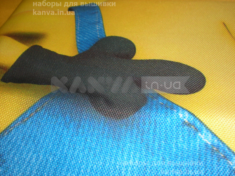 3Д-вышивка-Миньон-Подушка6