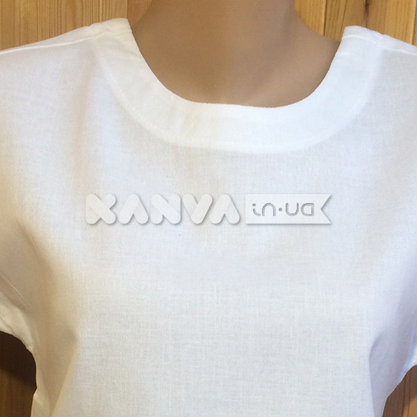 Маечка белая с вырезом на спине под вышивку крестом, бисером, лентами